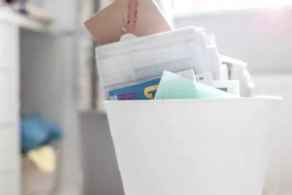 Giấy cần được phân loại thành từng nhóm trước khi tái chế